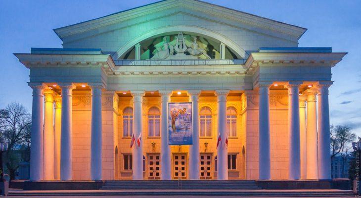 У Саратовских чиновников прошел новогодний праздник в Театре оперы и балета