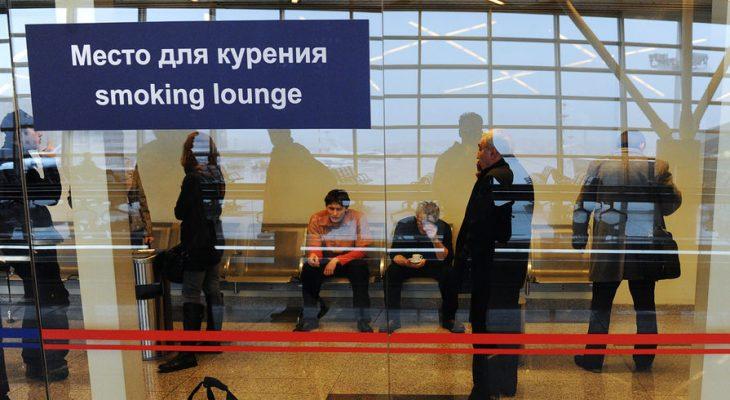 В аэропортах в 2020 году могут заработать курилки
