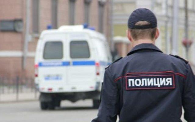 Продавщица паленого алкоголя заперла в магазине полицейского
