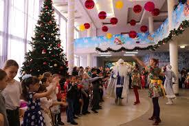 500 деток из многодетных семей получили к новому году теплые наборы одежды