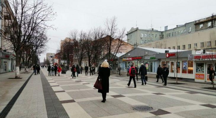 Губернатор и мэр вместе с общественниками прогулялись по проспекту Кирова