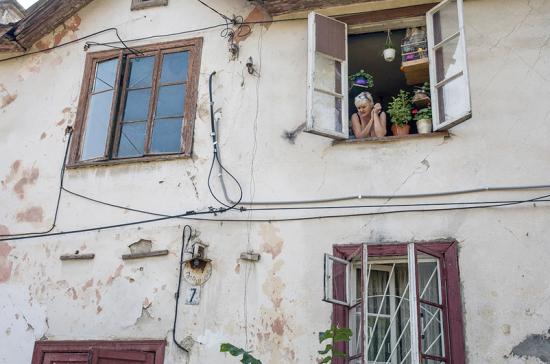Жители аварийных домов возмущены тем, что их не переселяют